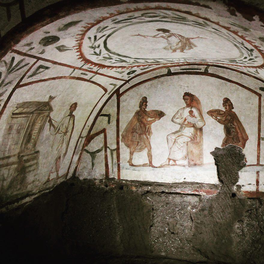 Adoración de los Reyes Magos (Catacumbas romanas de Pedro y Marcelino S. IV)